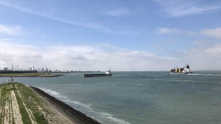 Zeevarende waterbouwers en projectpersoneel waterbouw ondervinden problemen bij aflossen